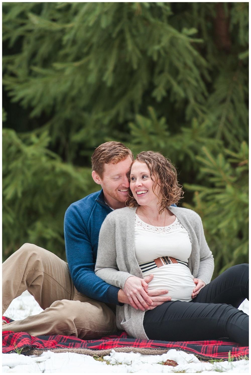 evergreen Christmas maternity photography_0170