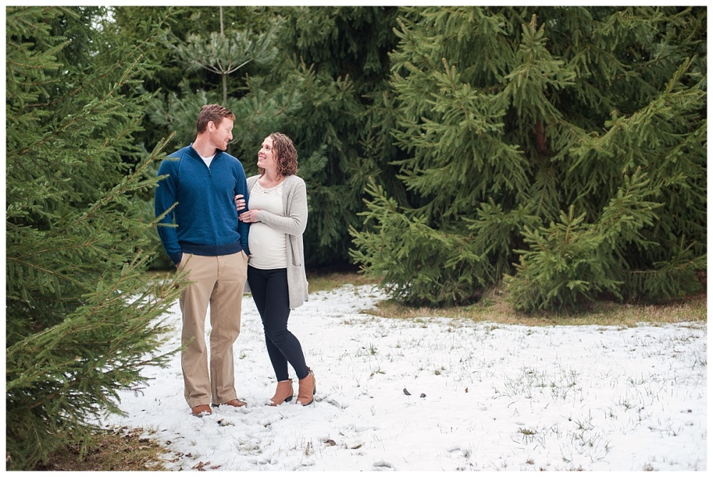 evergreen Christmas maternity photography_0172