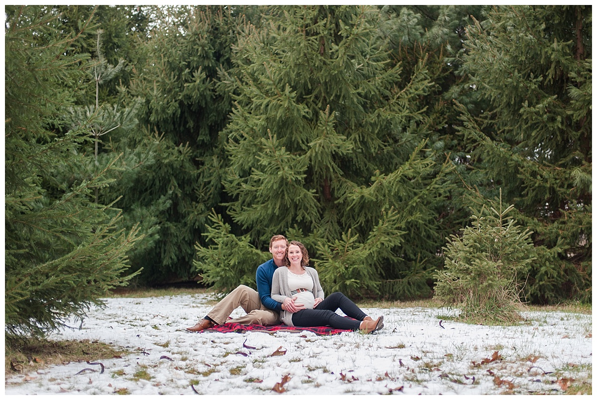 evergreen Christmas maternity photography_0176